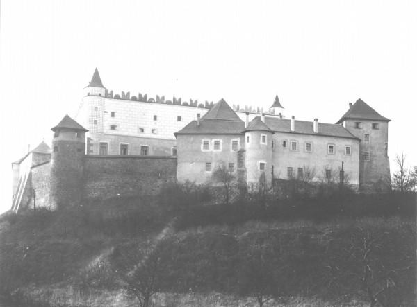 Pohľad na západné priečelie zámku po rekonštrukcii