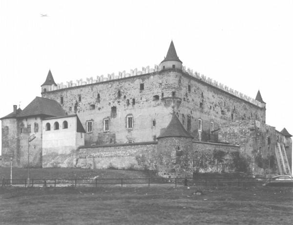 Foto: L. Borodáč, Juhozápadný pohľad na zámok pred opravou